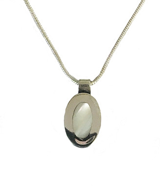 Oval silver mother of pearl pendant without chain
